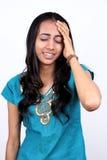 Giovane adolescente con un'emicrania difettosa. Fotografia Stock