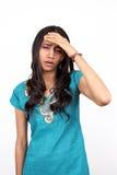 Giovane adolescente con un'emicrania difettosa. Fotografie Stock Libere da Diritti