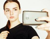 Giovane adolescente grazioso che fa selfie isolato sul backgr bianco fotografia stock