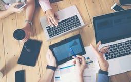 Giovane affare Team Brainstorming Meeting Room Process Progetto Startup di vendita dei colleghe Gente creativa che fa grande fotografia stock libera da diritti