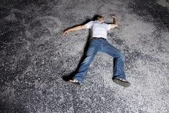 Giovane all'aperto alla notte Fotografia Stock Libera da Diritti