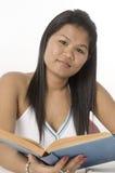 Giovane allievo asiatico attraente Fotografie Stock Libere da Diritti