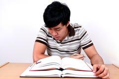 Giovane allievo asiatico con i libri. Fotografie Stock Libere da Diritti