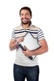 Giovane allievo con sorridere del computer portatile Fotografie Stock Libere da Diritti