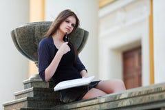 Giovane allievo femminile prima di esame Immagini Stock Libere da Diritti