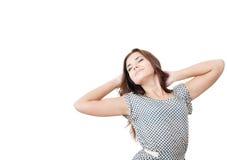 Giovane allungamento femminile con gli occhi chiusi Fotografia Stock