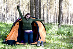 Giovane alpinista che sveglia Immagini Stock Libere da Diritti