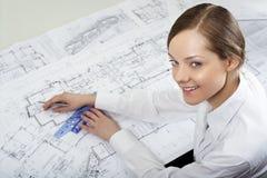 Giovane architetto femminile immagini stock libere da diritti