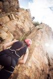 Giovane arrampicata degli scalatori Fotografia Stock