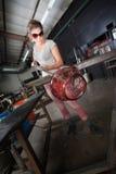 Artista che fa un barattolo di vetro fotografia stock libera da diritti