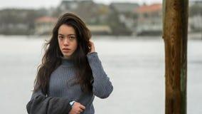 Giovane Asian-American a Carolina Beach del nord nell'inverno immagine stock