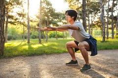 Giovane atleta asiatico sicuro immagini stock