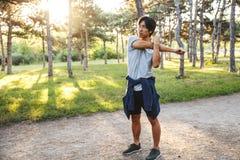 Giovane atleta asiatico sicuro fotografie stock
