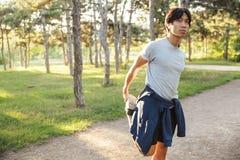 Giovane atleta asiatico sicuro immagine stock