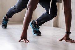 Giovane atleta muscolare che va funzionare Immagini Stock Libere da Diritti