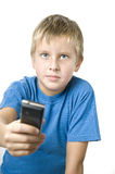Giovane attraente che passa cellulare in avanti fotografia stock libera da diritti