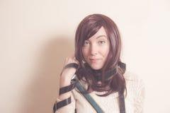 Giovane attrice in ritratto di stile 70s con la striscia di pellicola Fotografie Stock Libere da Diritti
