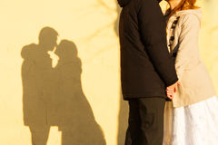 Giovane baciare delle coppie Immagine Stock Libera da Diritti