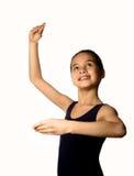 Giovane ballerina in una posizione di balletto fotografia stock libera da diritti