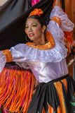 Giovane ballerino dalla Colombia in costume tradizionale immagini stock