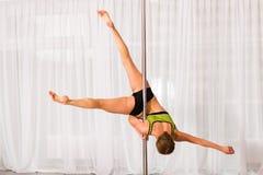 Giovane ballerino del palo nello studio Immagini Stock Libere da Diritti