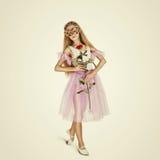 Giovane ballerino di balletto femminile La ballerina in una maschera con è aumentato Fotografie Stock Libere da Diritti