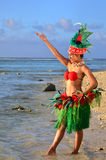 Giovane ballerino polinesiano della donna di Tahitian dell'isola del Pacifico fotografie stock libere da diritti