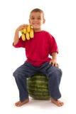 Giovane bambino in buona salute e frutta fresca Immagine Stock