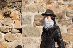 Giovane bandito femminile alla moda Immagine Stock
