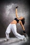 Giovane bella danza moderna atletica di dancing della donna Fotografia Stock Libera da Diritti
