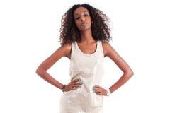 Giovane bella donna africana con capelli ricci Fotografia Stock Libera da Diritti