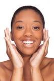 Giovane bella donna africana, isolata sopra fondo bianco Immagini Stock
