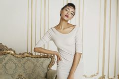 Giovane bella donna afroamericana in studio Concetto di modo Fotografia Stock