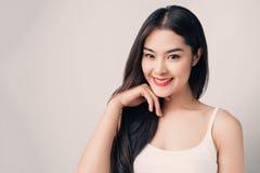 Giovane bella donna asiatica con il fronte sorridente Fotografia Stock Libera da Diritti