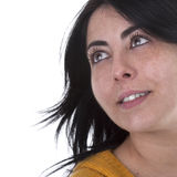 Giovane bella donna che osserva in su Fotografie Stock Libere da Diritti