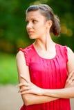 Giovane bella donna che osserva via Immagine Stock Libera da Diritti