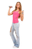Giovane bella donna con i dumbbells Fotografia Stock Libera da Diritti
