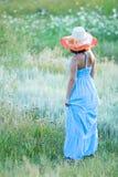 Giovane bella donna con il cappello fotografie stock libere da diritti