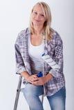Giovane bella donna con il rullo di pittura Fotografie Stock Libere da Diritti