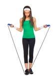 Giovane bella donna con la corda di salto immagini stock libere da diritti