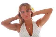 Giovane bella donna con un fiore Fotografia Stock Libera da Diritti