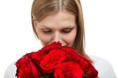 Giovane bella donna con un mazzo di rose immagini stock