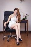 Giovane bella donna di affari Fotografie Stock Libere da Diritti