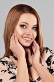 Giovane bella donna naturale sorridente felice Immagine Stock