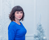 Giovane bella donna in vestito da sera elegante blu Fotografia Stock Libera da Diritti