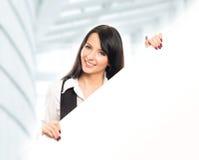 Giovane, bella e donna di affari felice con un'insegna Fotografie Stock