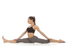 Giovane bella posa di yoga della ragazza Fotografie Stock Libere da Diritti