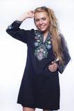 Giovane bella ragazza bionda in mini-vestito etnico Fotografia Stock Libera da Diritti