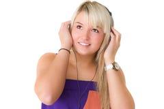 Giovane bella ragazza che ascolta il musik Fotografie Stock Libere da Diritti