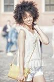 Giovane bella ragazza con i sacchetti della spesa Fotografie Stock